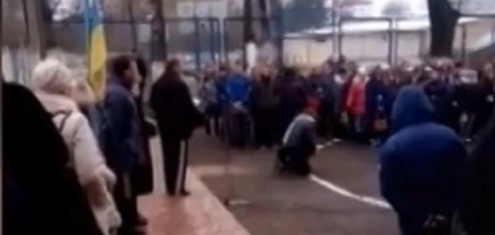 'На колени': директор училища в Тернополе устроил жесткое воспитание своих учеников. Опубликовано видео