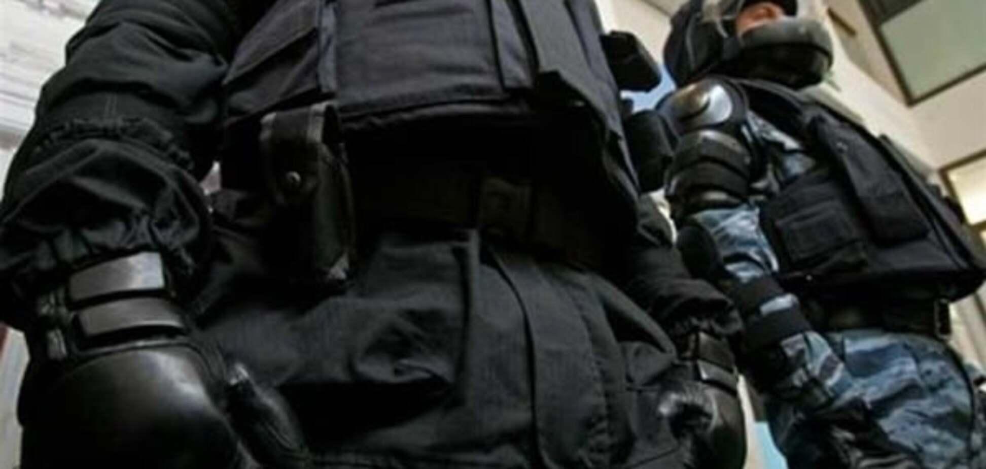 Репрессии в Крыму: оккупанты подбросили в мечеть запрещенную литературу