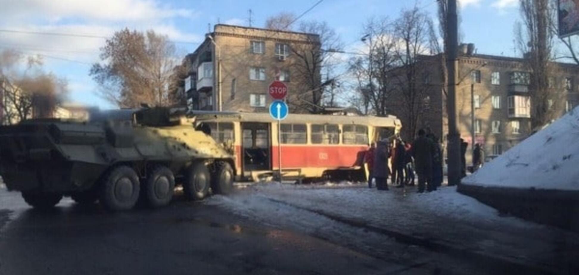 В Днепропетровске БТР протаранил трамвай: опубликованы фото