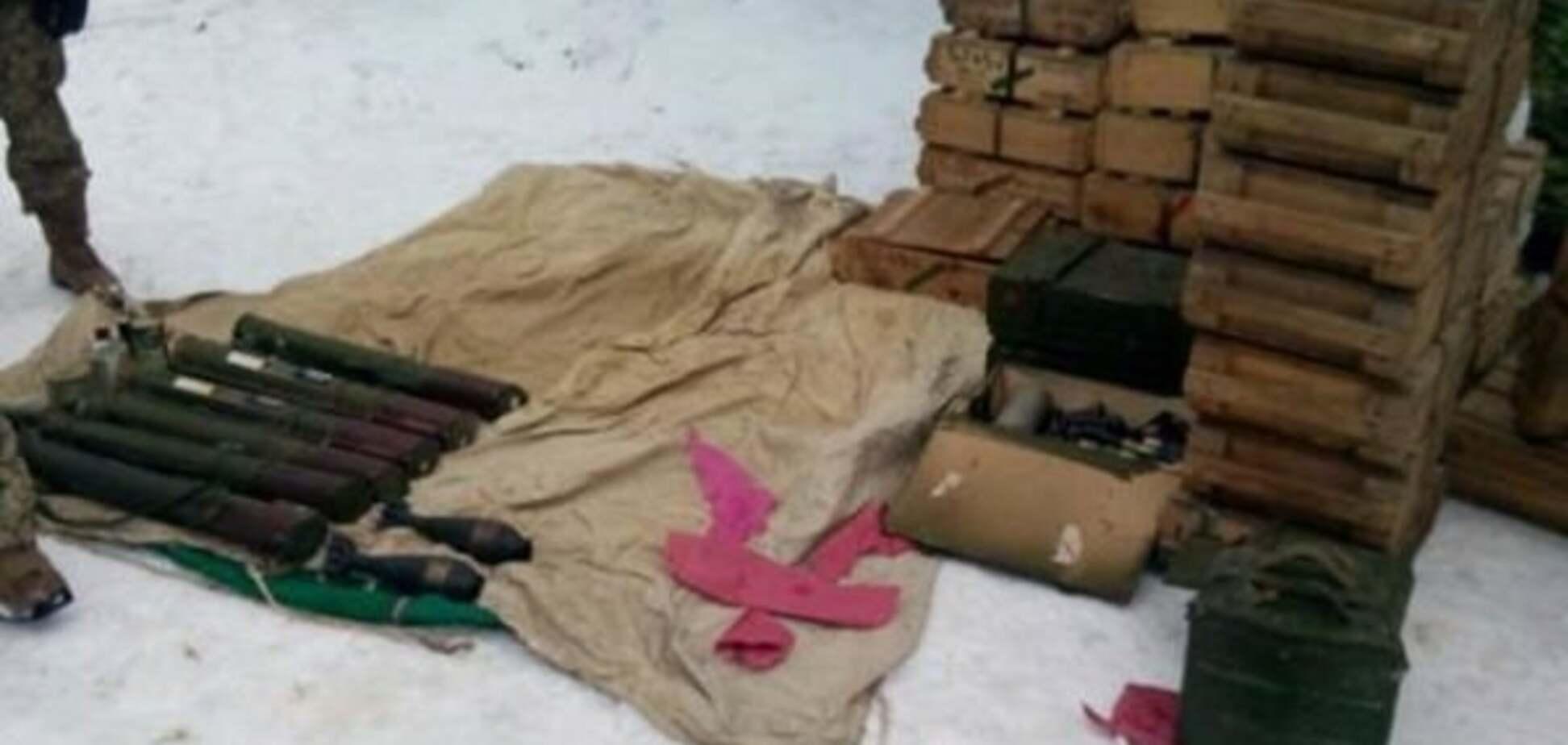 В Донецкой области нашли огромное хранилище боеприпасов 'ДНР'. Фотофакт