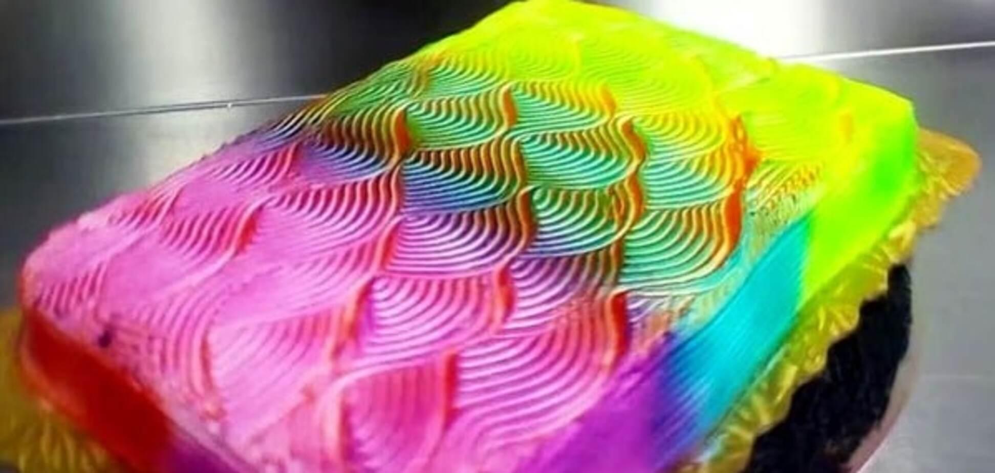 Обман зрения: невероятное видео с тортом, который меняет цвет во время вращения