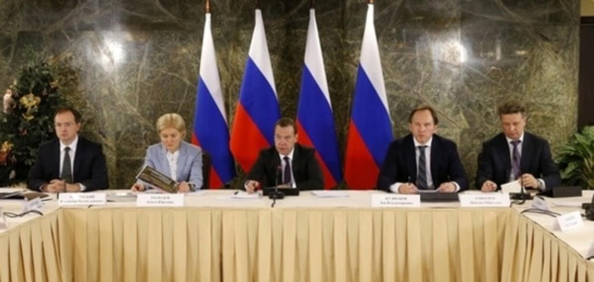 Ни света, ни моста: Медведев призвал 'подтянуть' Крым 'до общероссийского уровня'