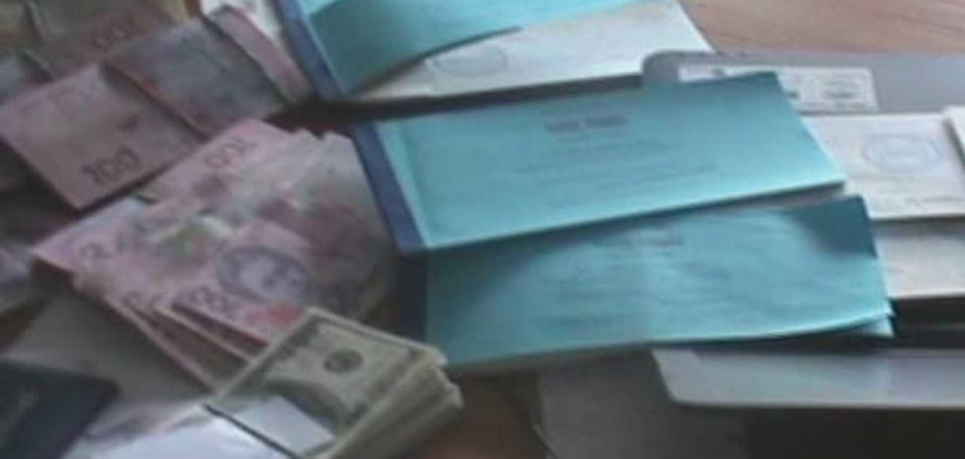 Повз касу: ДФС розкрила 'конверт' з оборотом у 100 млн грн