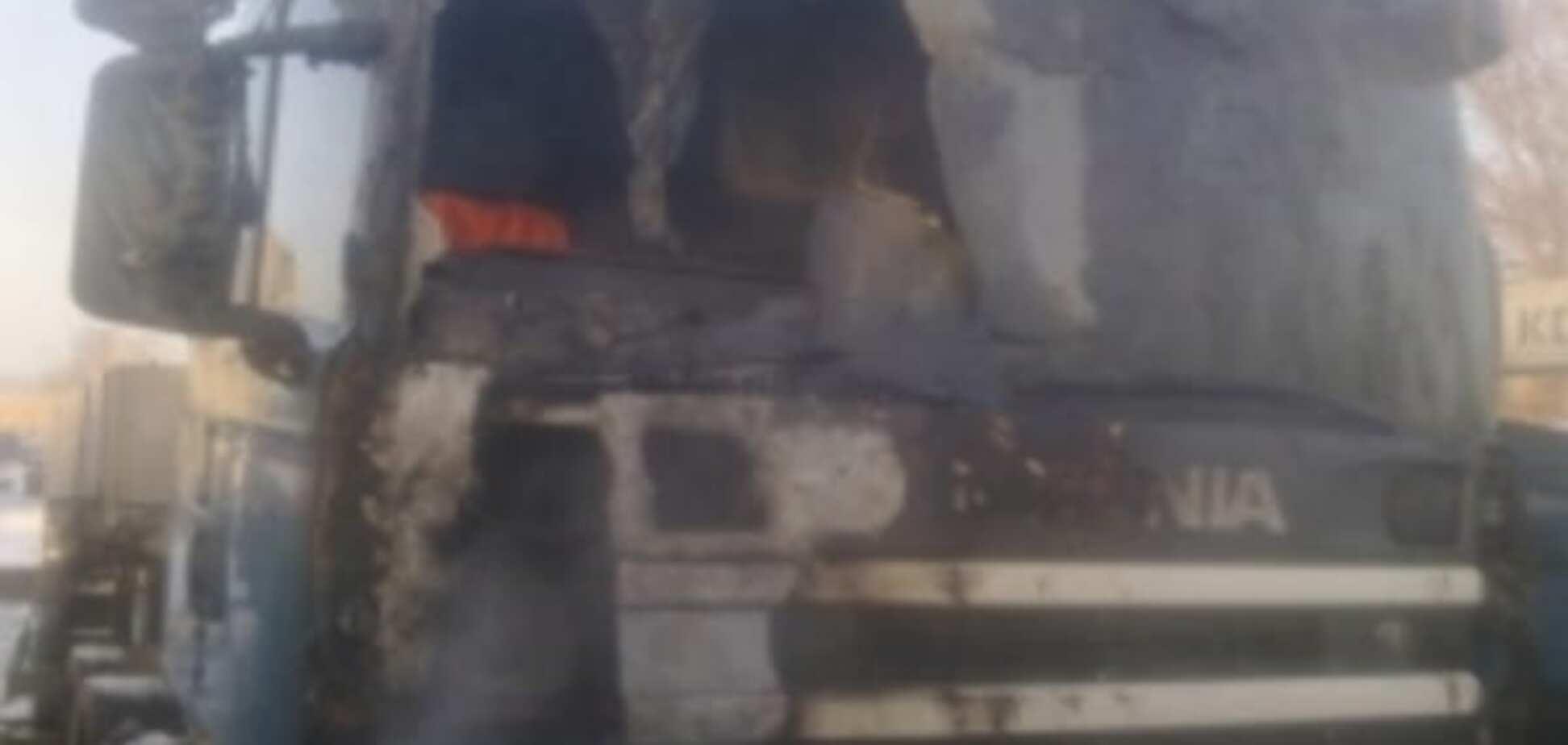 Пожар в Киеве: на территории деревообрабатывающего комбината сгорел грузовик