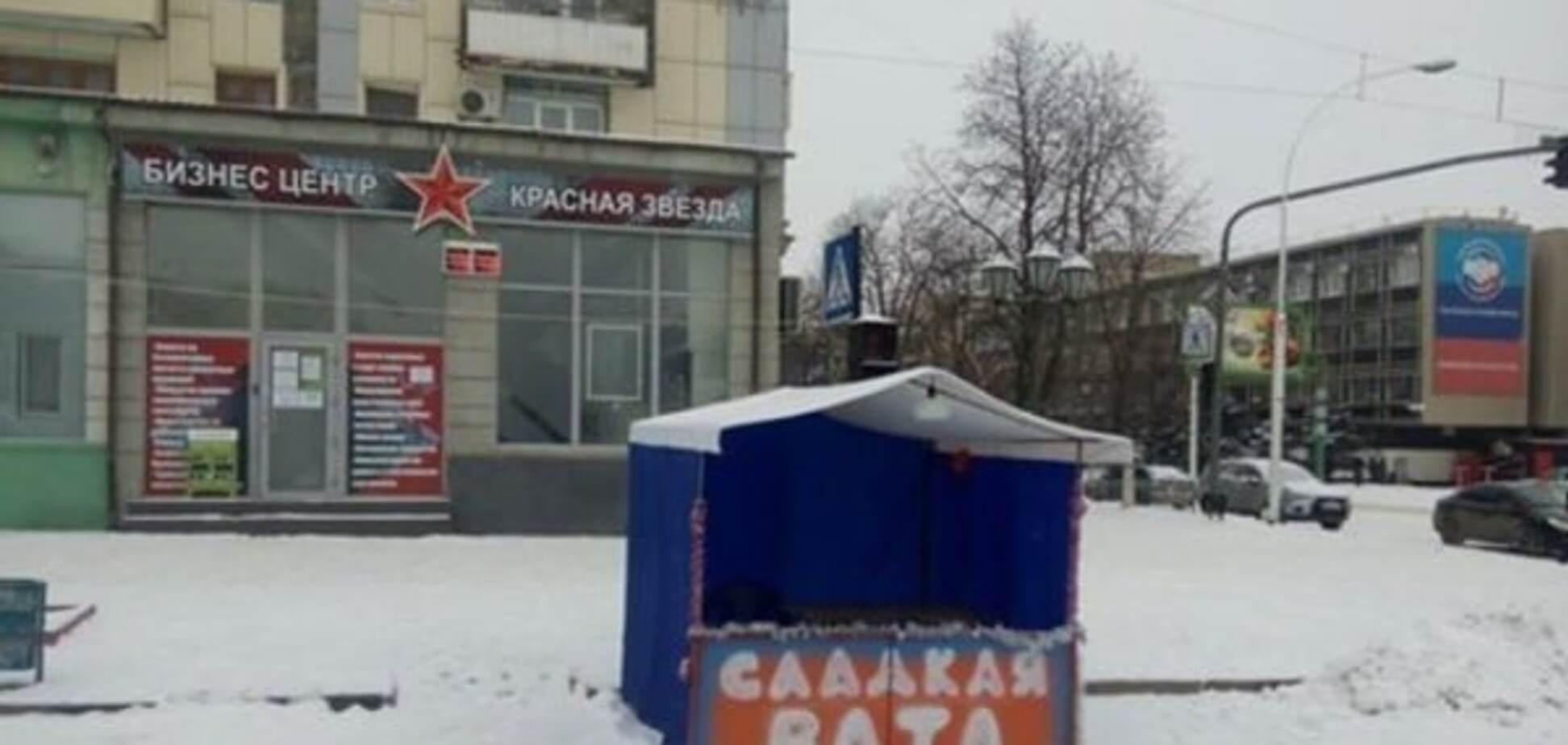 Нарочно не придумаешь: в центре Луганска совпали красные звезды и вата. Фотофакт