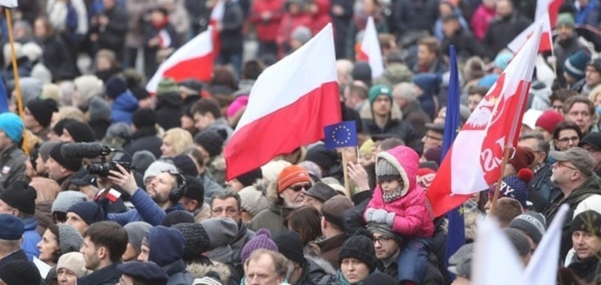 Польшу взорвали акции протеста из-за скандального закона о СМИ: опубликованы фото