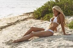 Шестикратный олимпийский чемпион обручился с моделью Playboy: горячие фото красотки