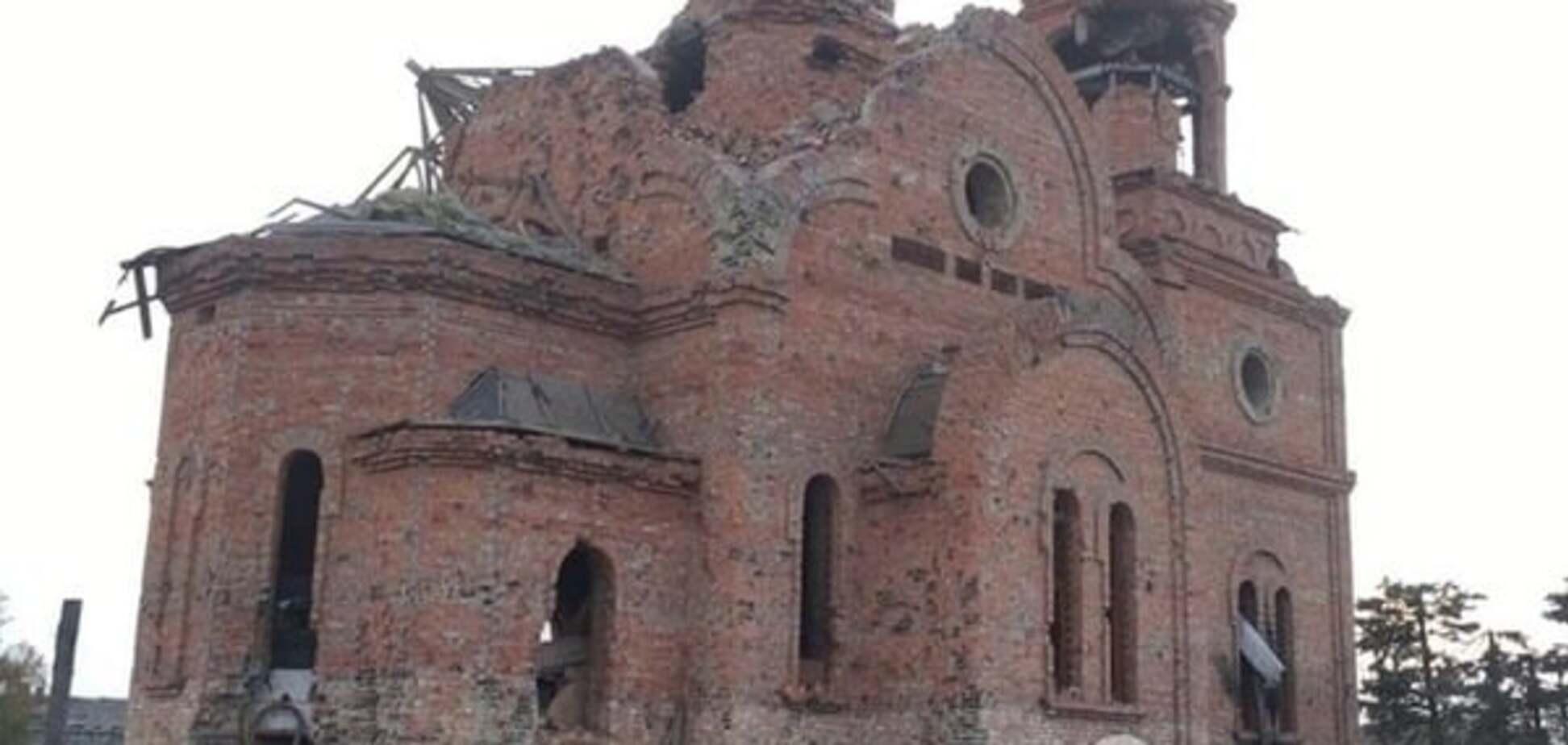 Разрушенный храм в Песках