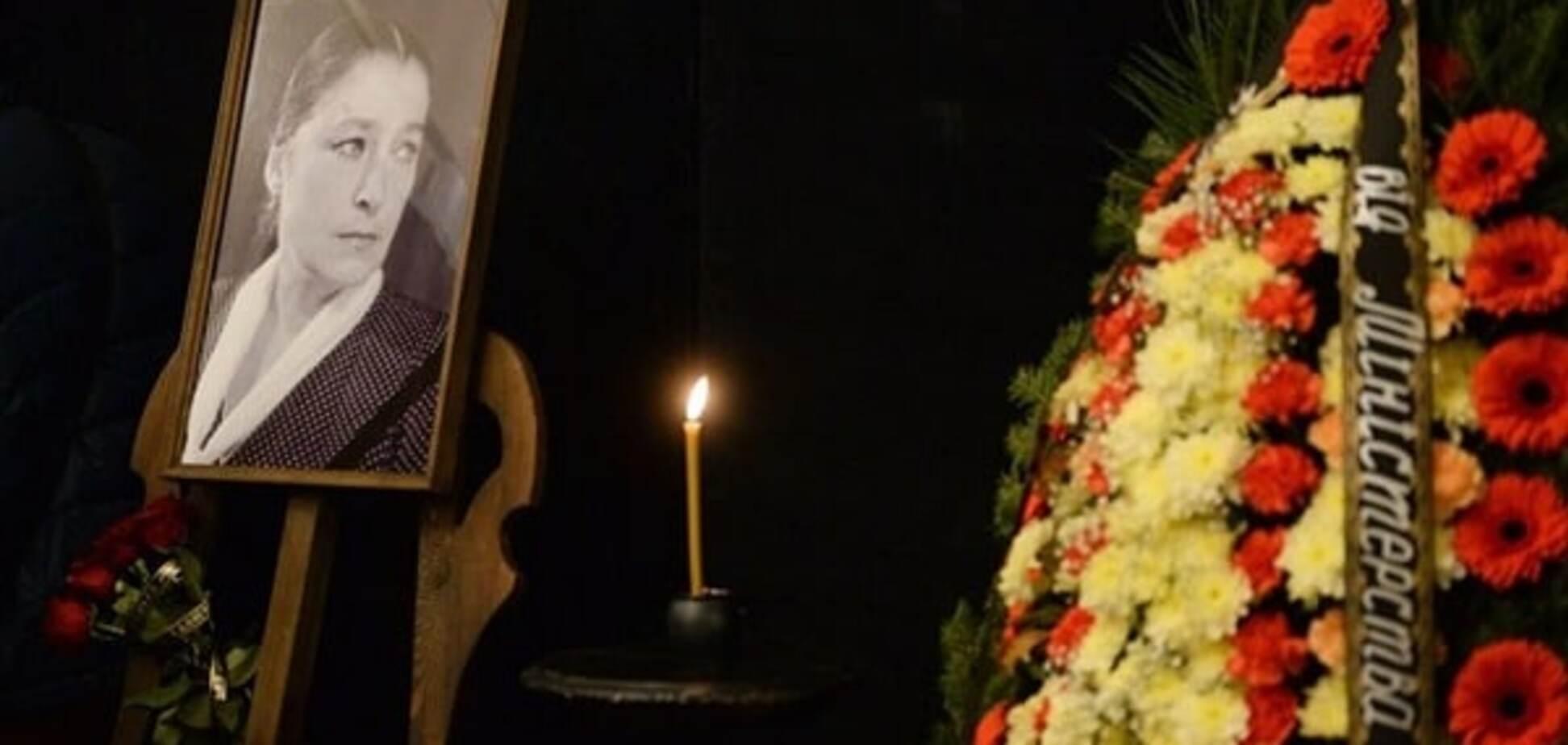 В Киеве похоронили народную артистку Валерию Заклунную