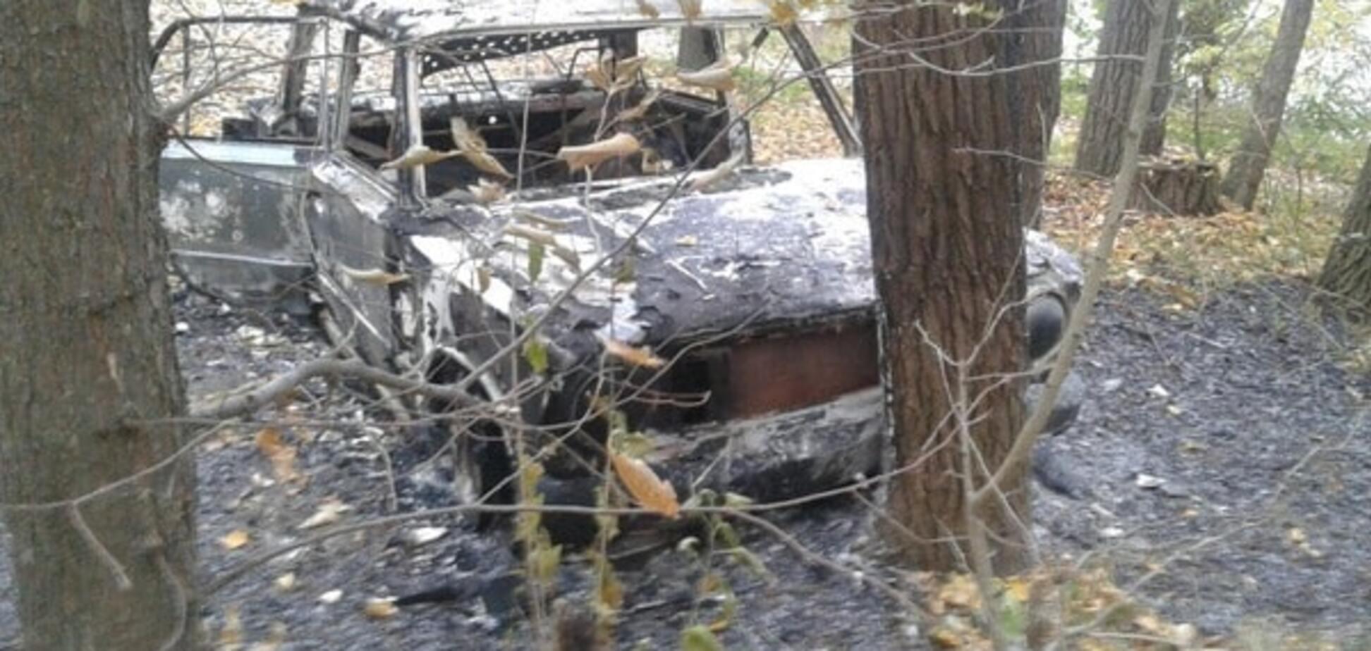 В Запорожье на Гребном канале нашли сгоревший автомобиль