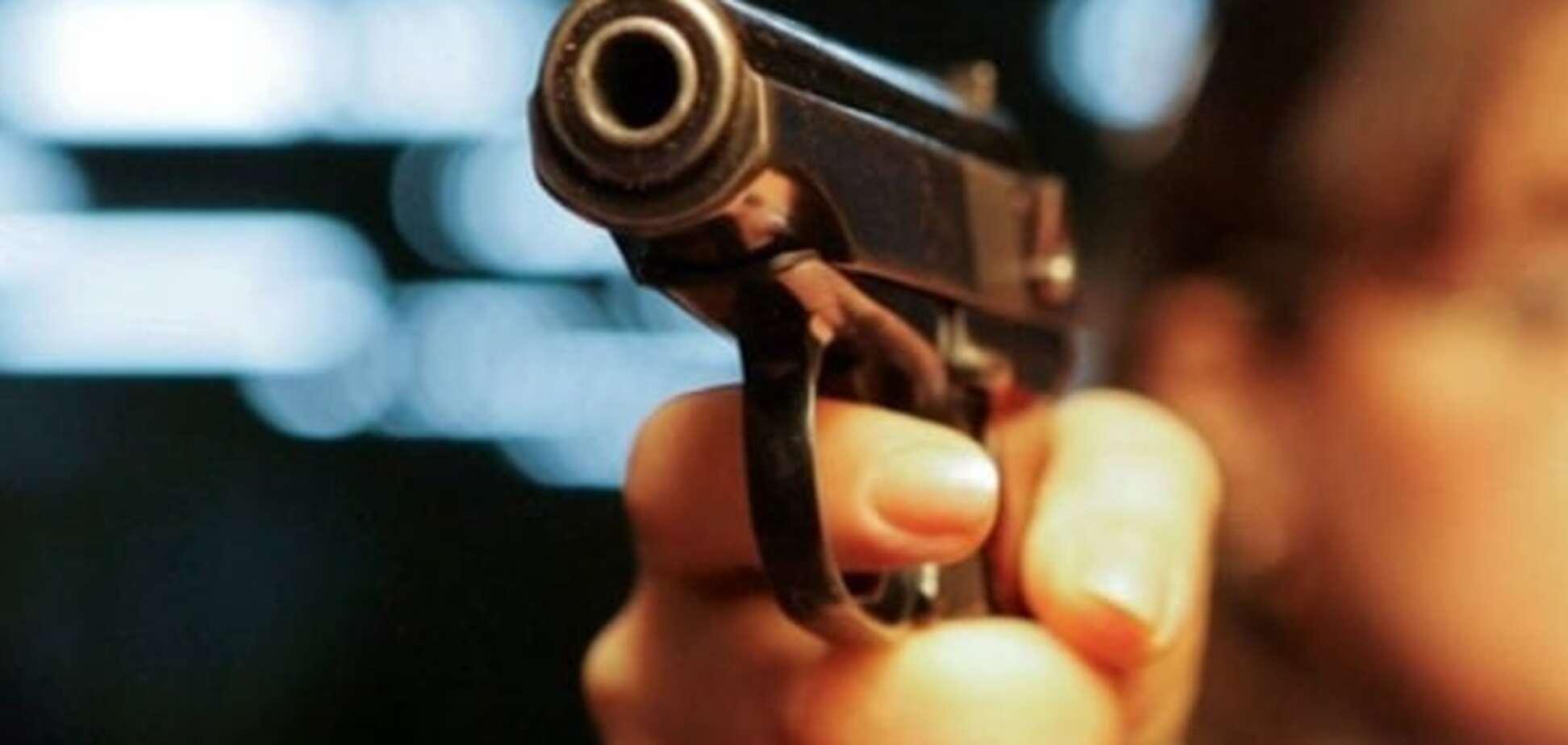 Стрельба пистолет
