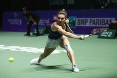 Над лучшей теннисисткой мира надругались в Румынии: фотофакт