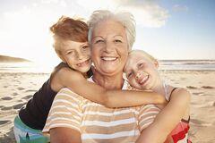 Больные внуки заражают дедушек и бабушек опасными недугами