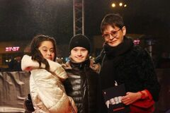 Дочь Ирины Хакамады Мария с избранником и мамой
