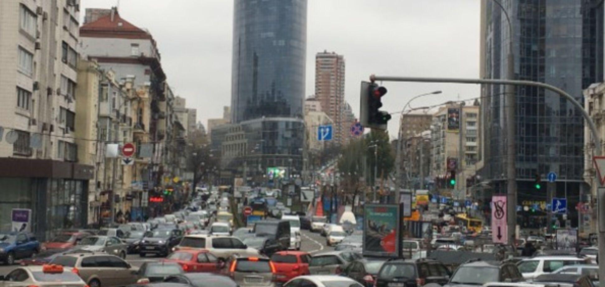 Транспортний колапс: поліція Києва 'фільтрує' виклики на '102'
