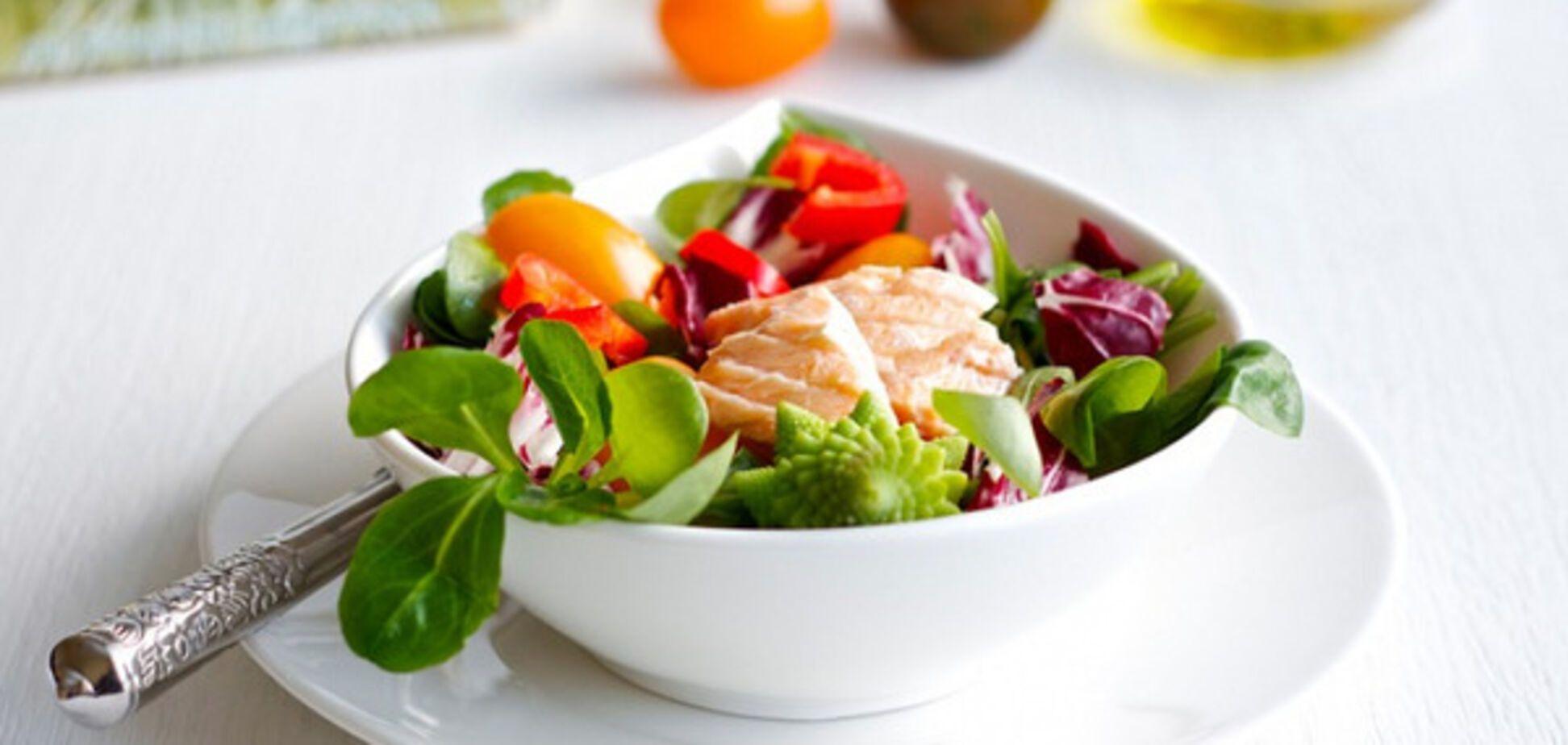 низкокалорийный салат с рыбой