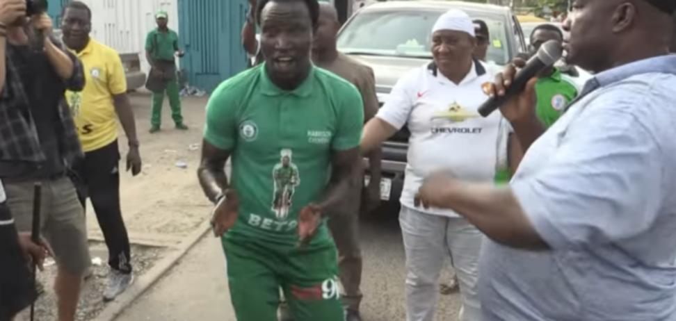 Как он это сделал? Нигерийский футболист установил самый необычный мировой рекорд: видео уникального достижения