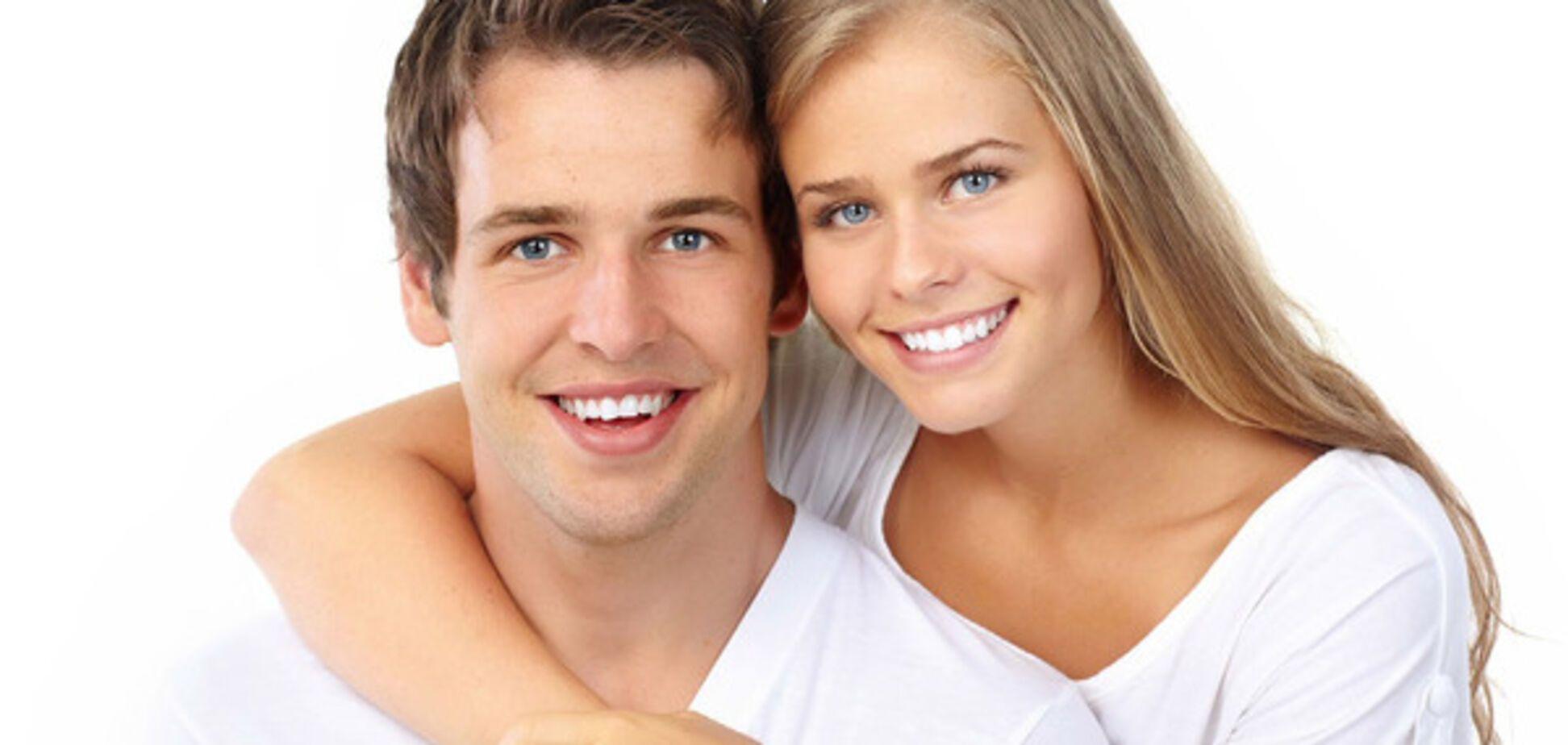 пара с белоснежной улыбкой