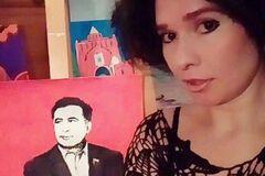 Російська художниця грудьми намалювала Саакашвілі