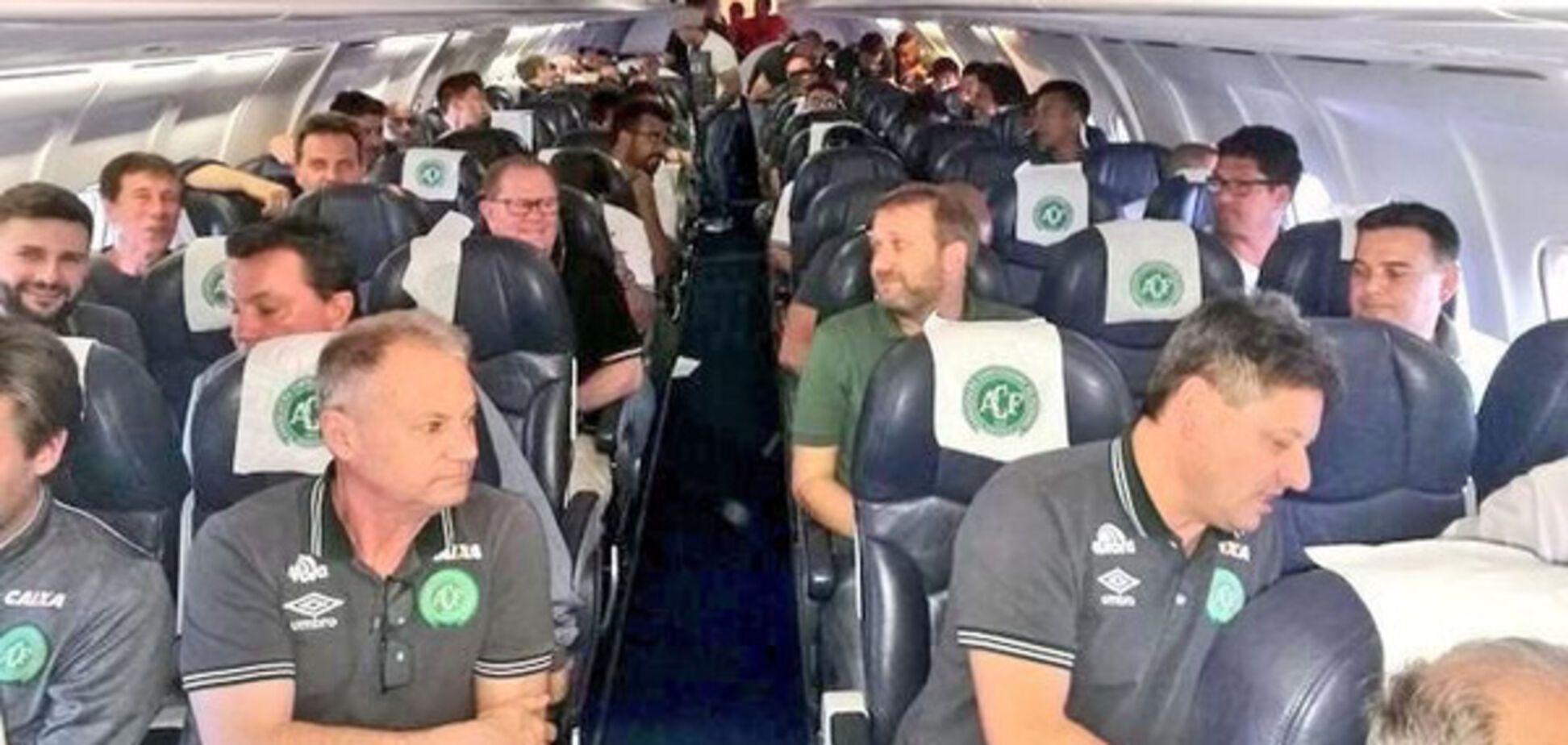Футболисты самолета