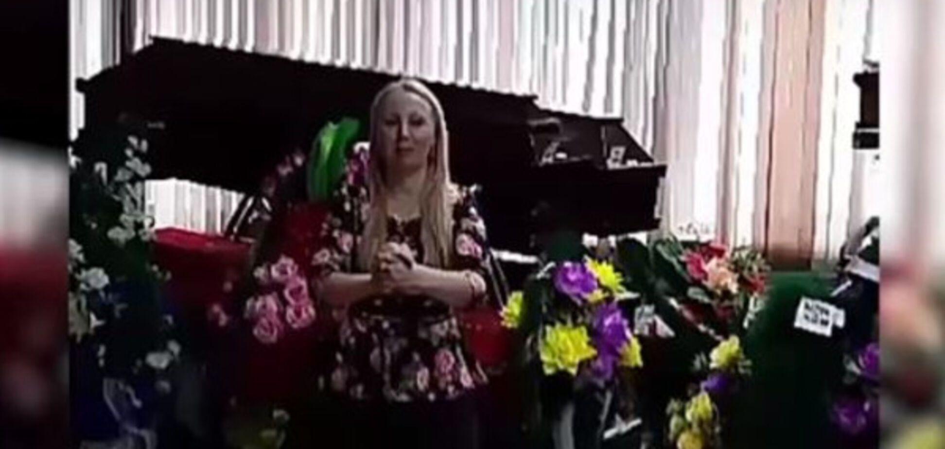 'Горижоп': российская чиновница шокировала весёлым роликом с тренировки на фоне гробов - опубликовано видео