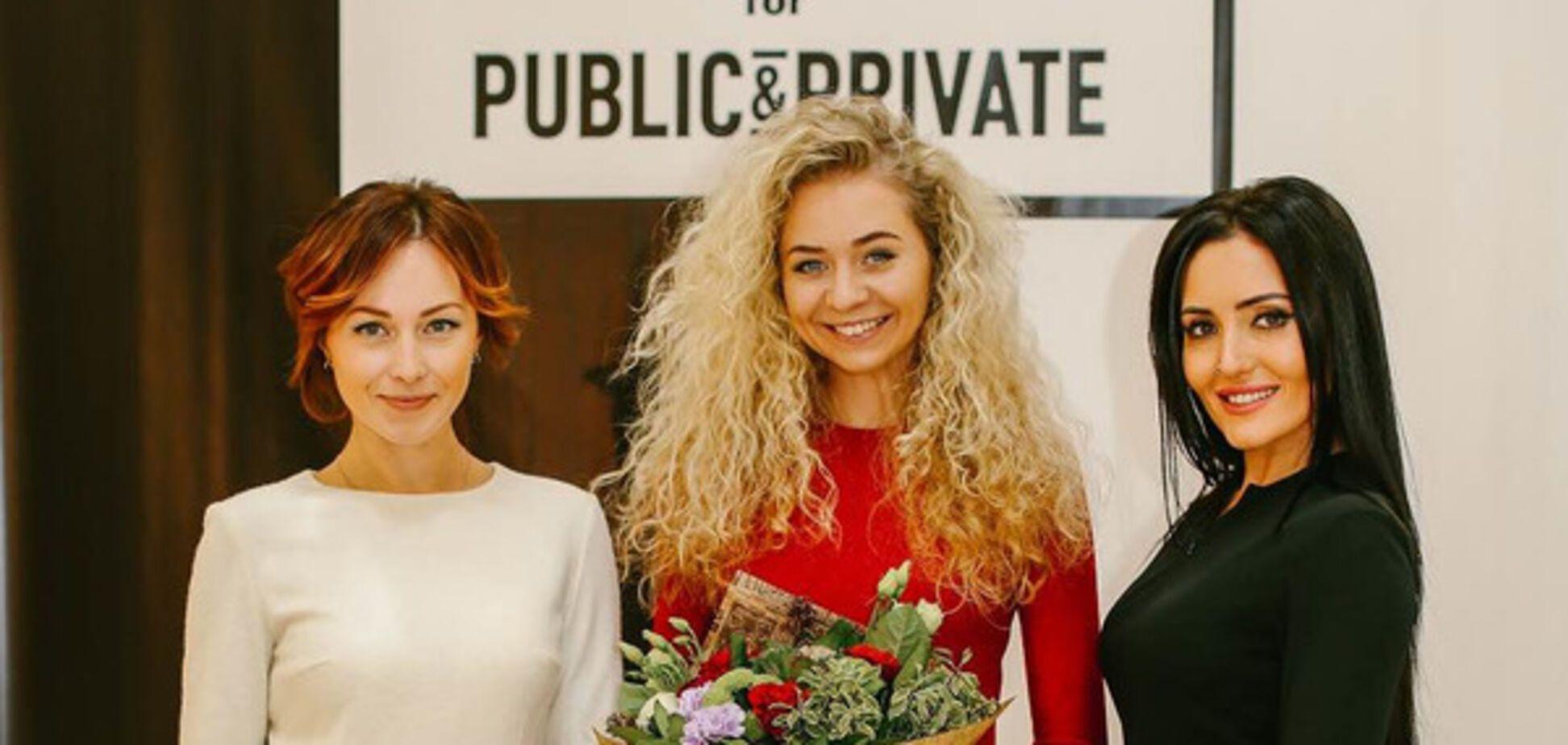 Анастасия Иванова с подругами