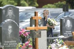 Дмитрий Шепелев на кладбище