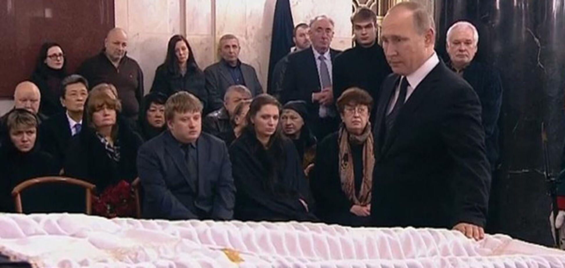 Церемония прощания с Карловым