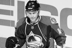 Умер знаменитый 34-летний хоккеист: стали известны причины смерти