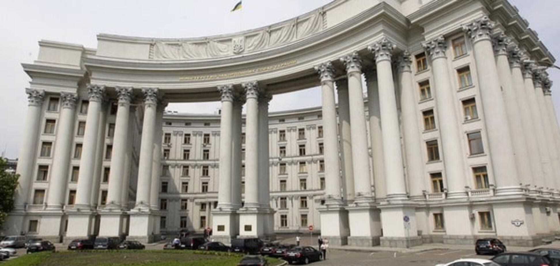 Газеты в поисках 'скелетов'. Визовые центры стали жертвой интриг против министра Климкина