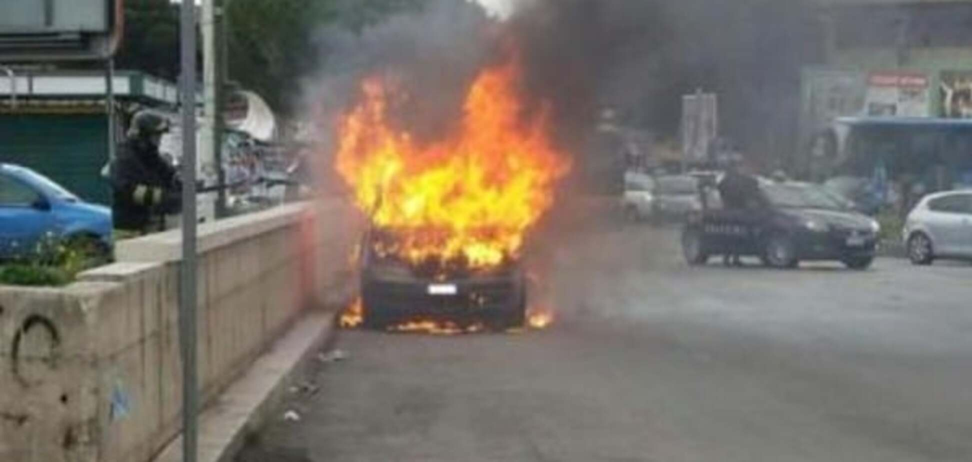 Криза в ЄС: італієць, який втратив роботу, спалив себе разом з автомобілем