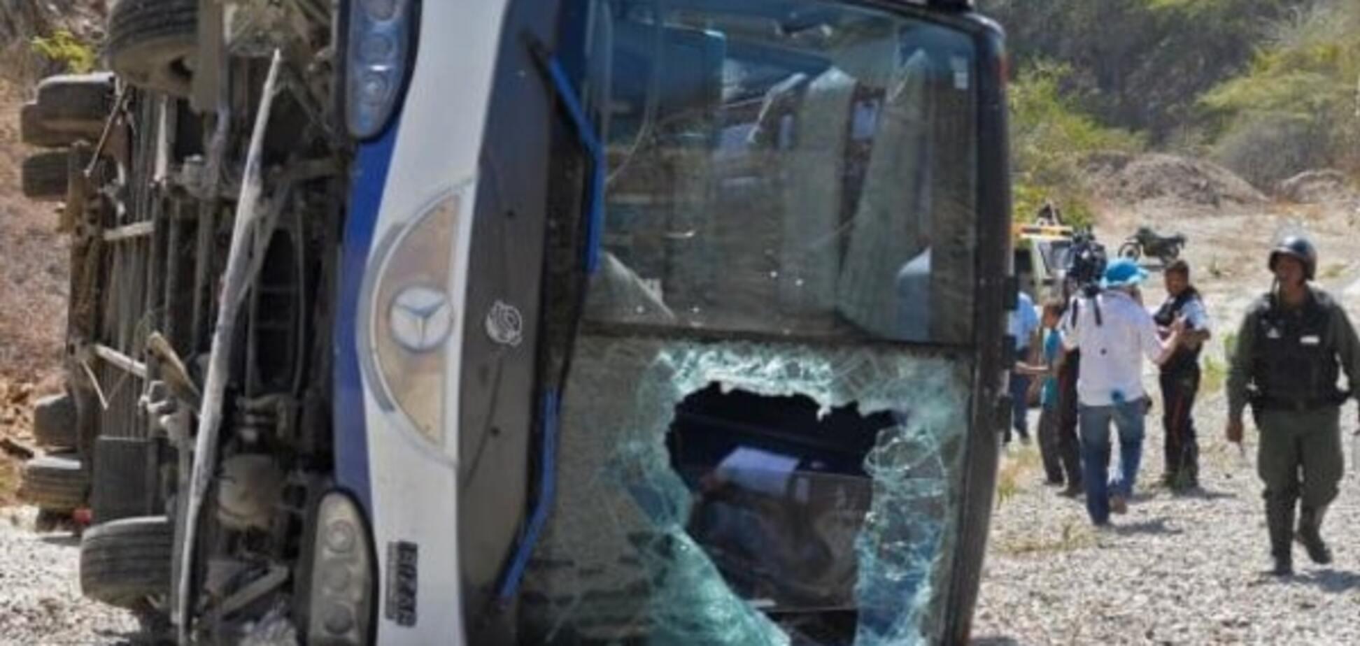 Автобус із футболістами відомої команди потрапив у жахливу ДТП: є постраждалі