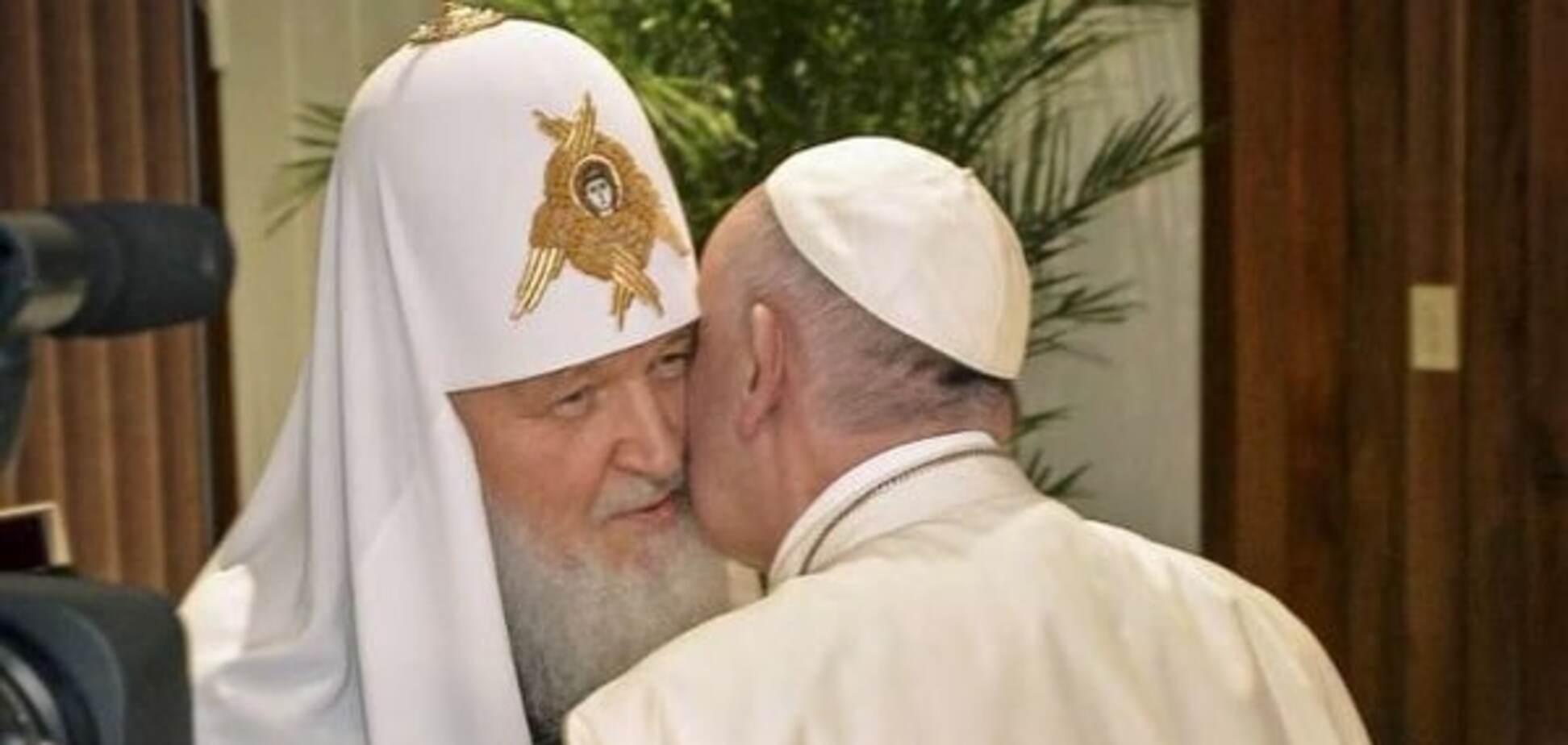 Поцілунки на щоці Папи Франциска залишав Путін - Bild