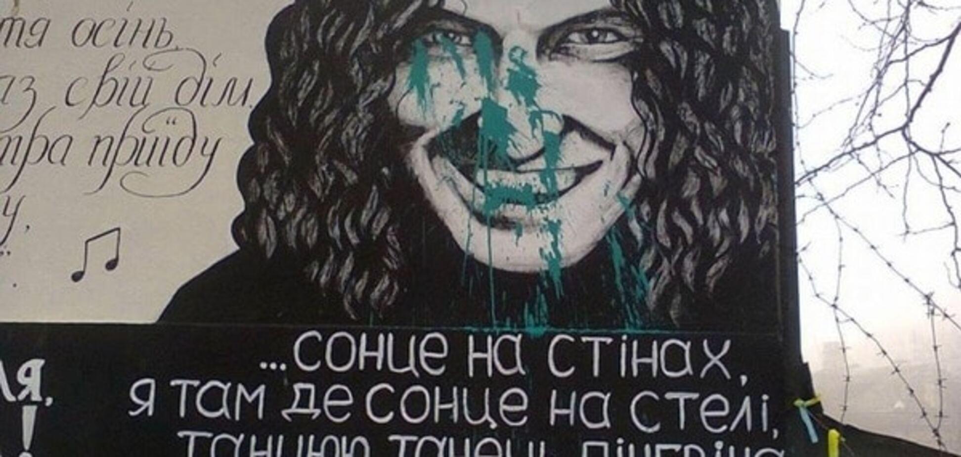 Портрет Кузьмы Скрябина в Одессе изуродовали вандалы
