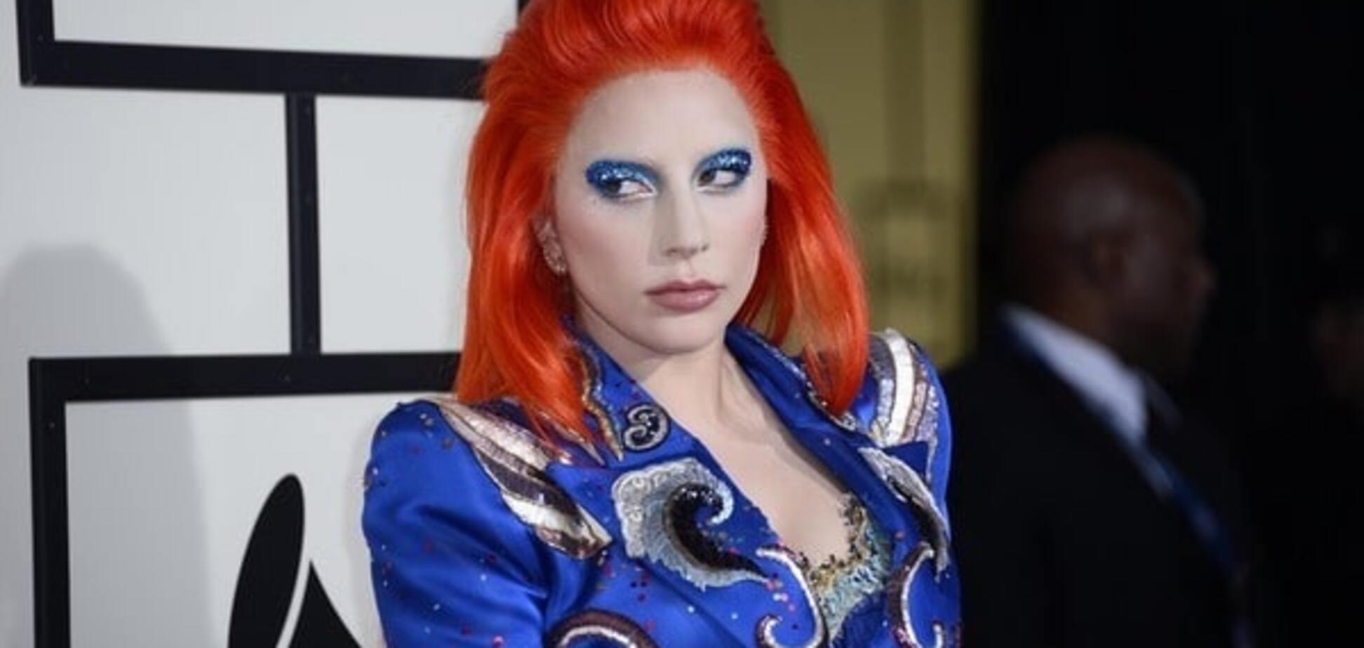 Леди Гага с пауком на лице в образе Дэвида Боуи ужаснула Grammy: опубликовано видео