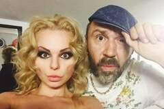 Женатый Шнуров закрутил роман с молодой солисткой 'Ленинграда'