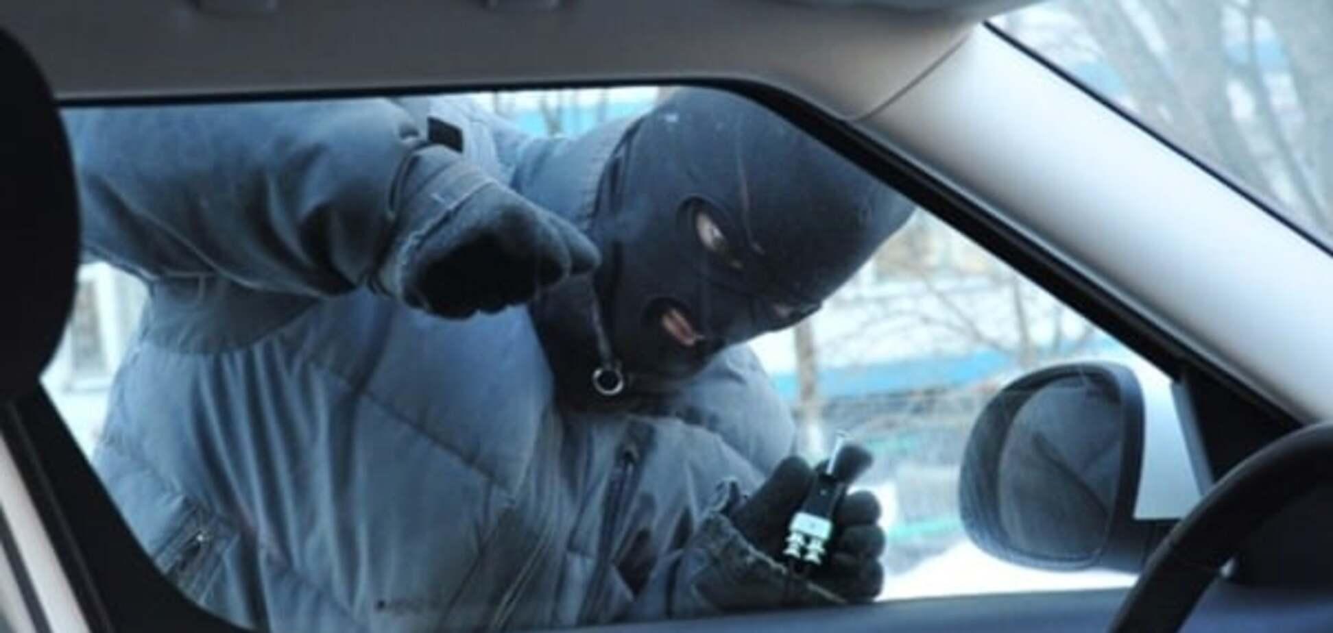 Рост преступности в Киеве: на охраняемых стоянках начали вскрывать автомобили