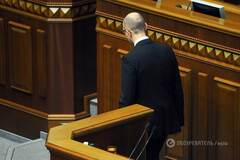 Порошенко залишив Яценюка прем'єром, щоб 'задушити в обіймах' - блогер
