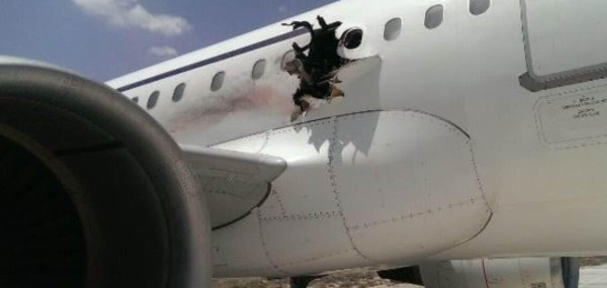 ЗМІ: в Сомалі через вибух екстрено сів літак. Опубліковані фото