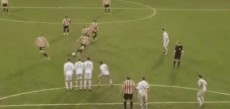 Чересчур увлеклись. Английские футболисты исполнили самый бессмысленный штрафной удар года: курьезное видео