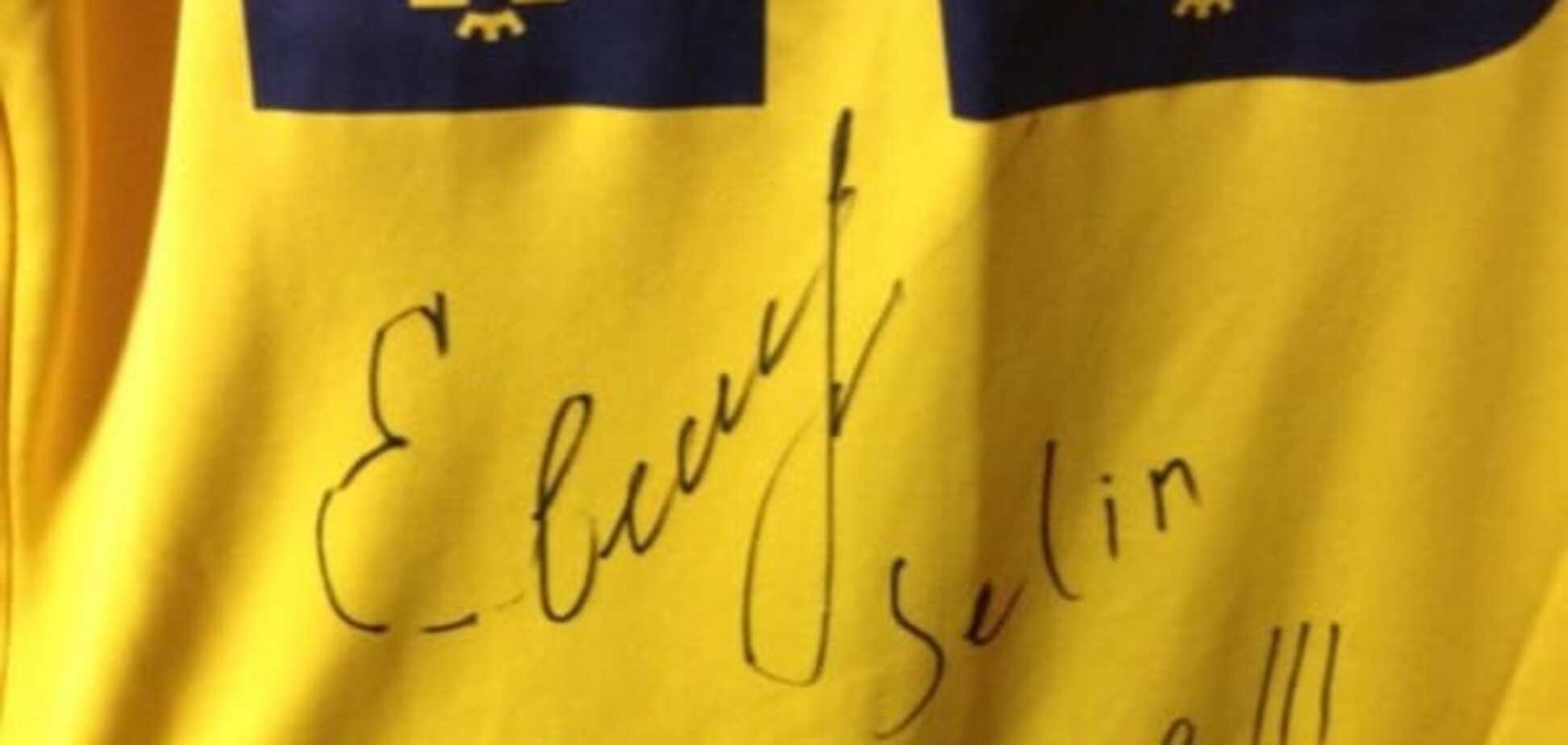 Харьковские болельщики продали ценный подарок футболиста сборной Украины, чтобы помочь воинам АТО