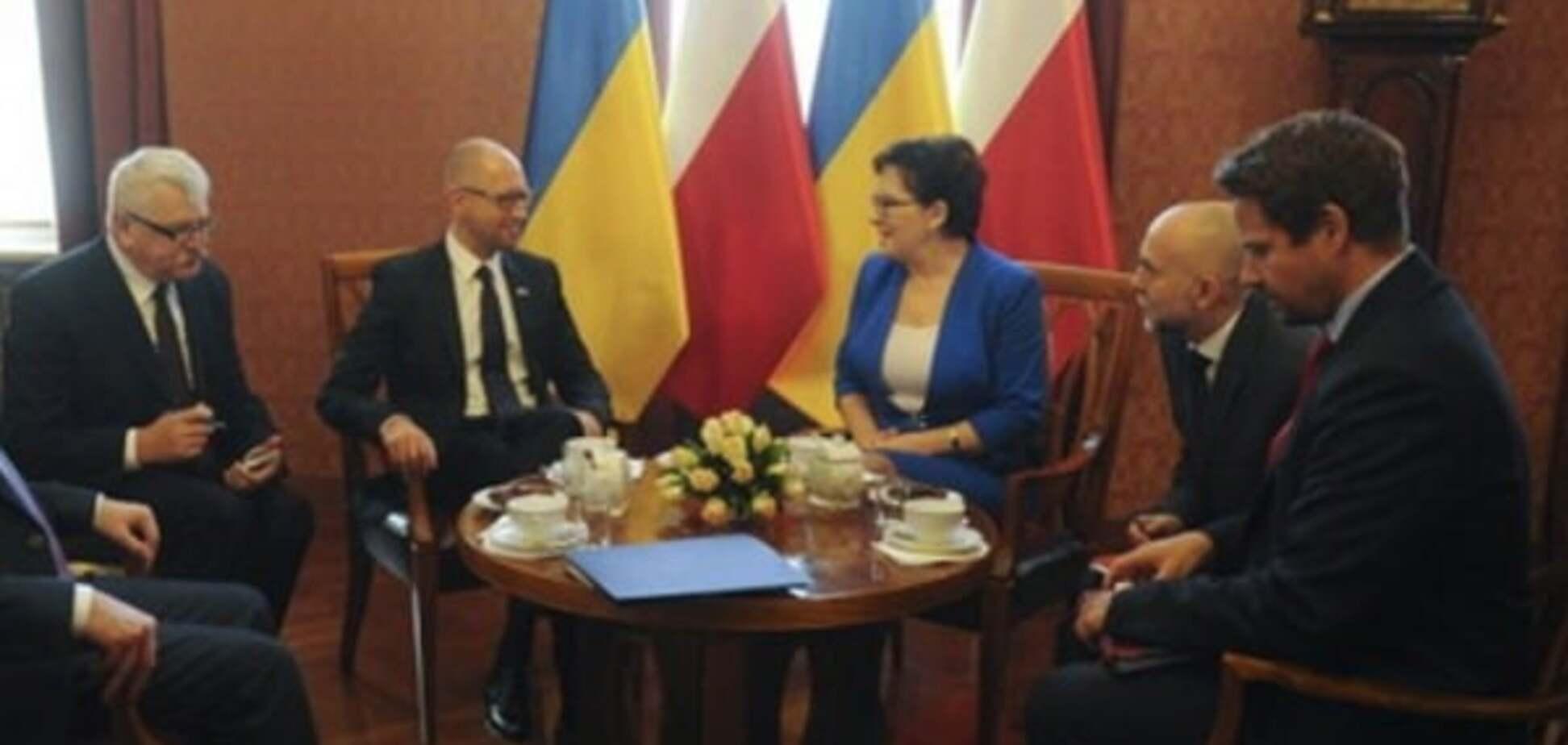 Нащо полякам брехливе 'маски-шоу' про Україну?