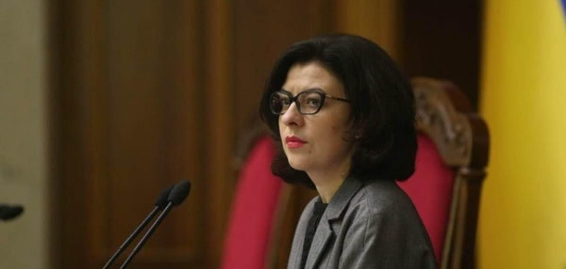 Запад больше не желает вмешиваться во внутренние дела Украины - Сыроед