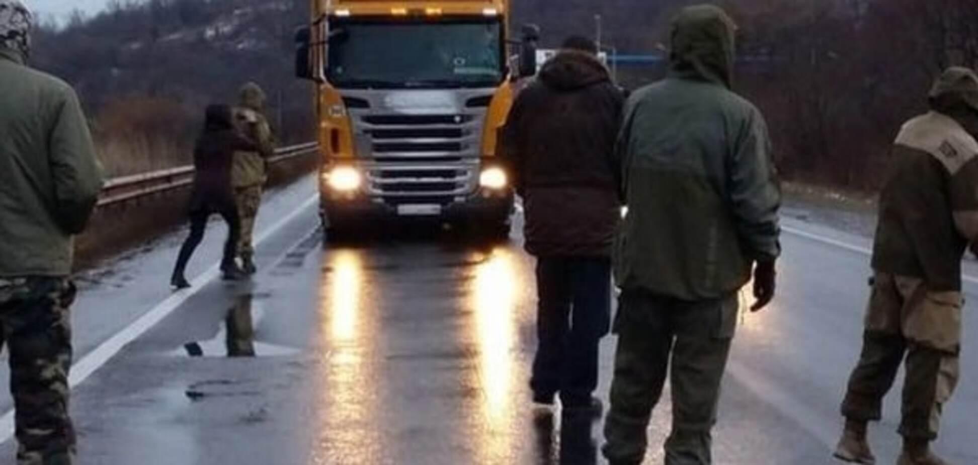 Решительные действия: активисты приготовились опять блокировать российские фуры