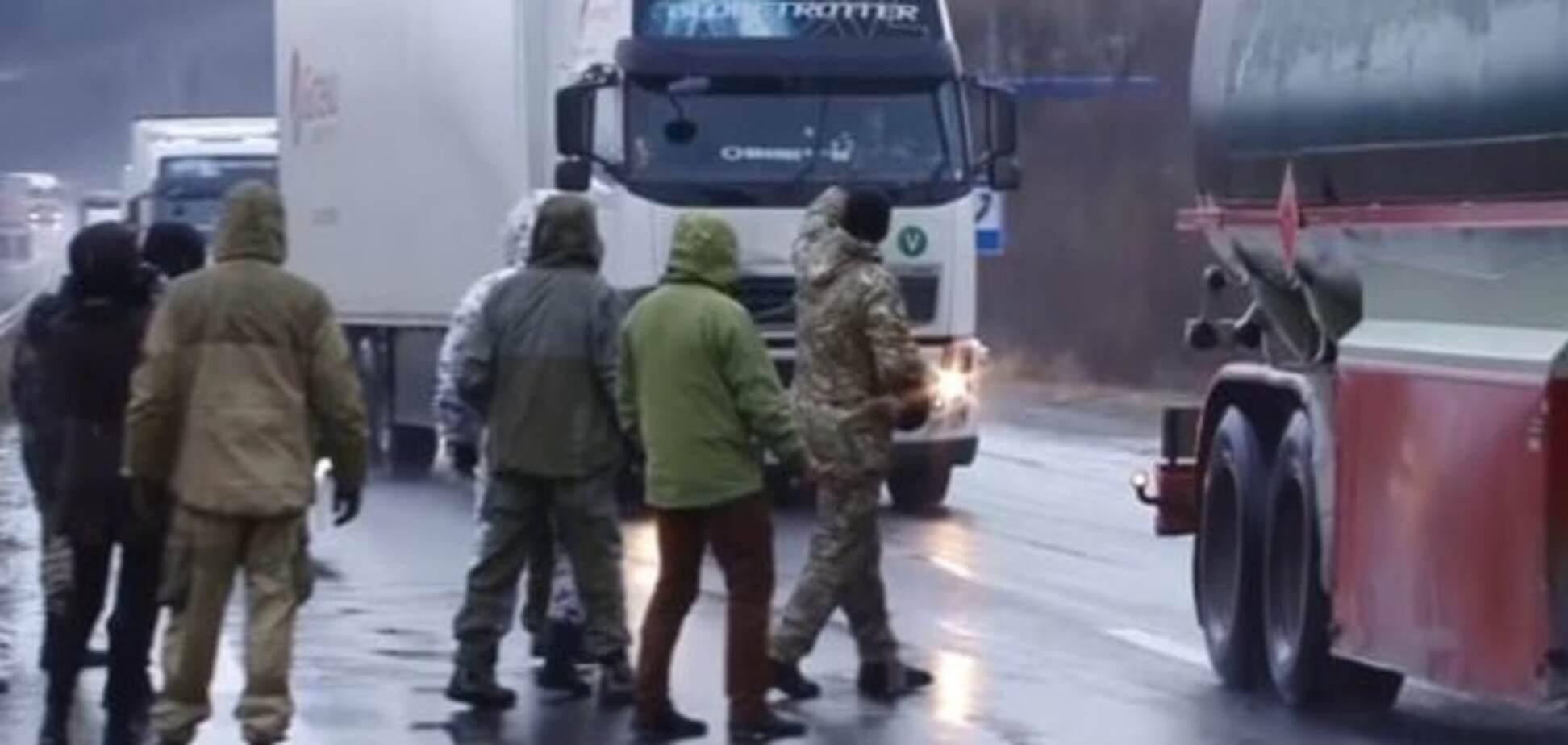 Договоренности нипочем: 'Свобода' организует собственную блокаду российских фур