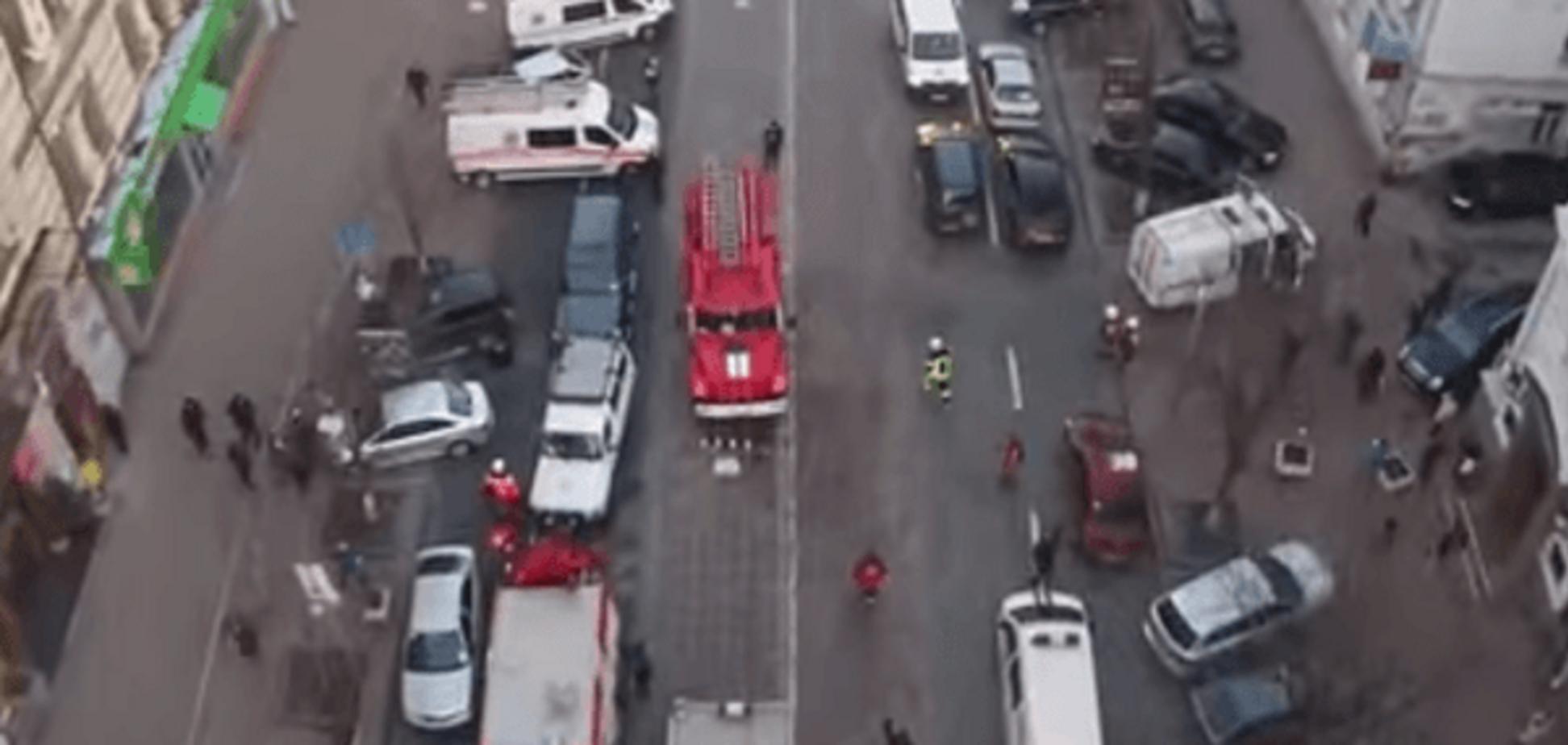 ЧП в Киеве: работу спасателей над завалами показали с высоты птичьего полета. Видеофакт