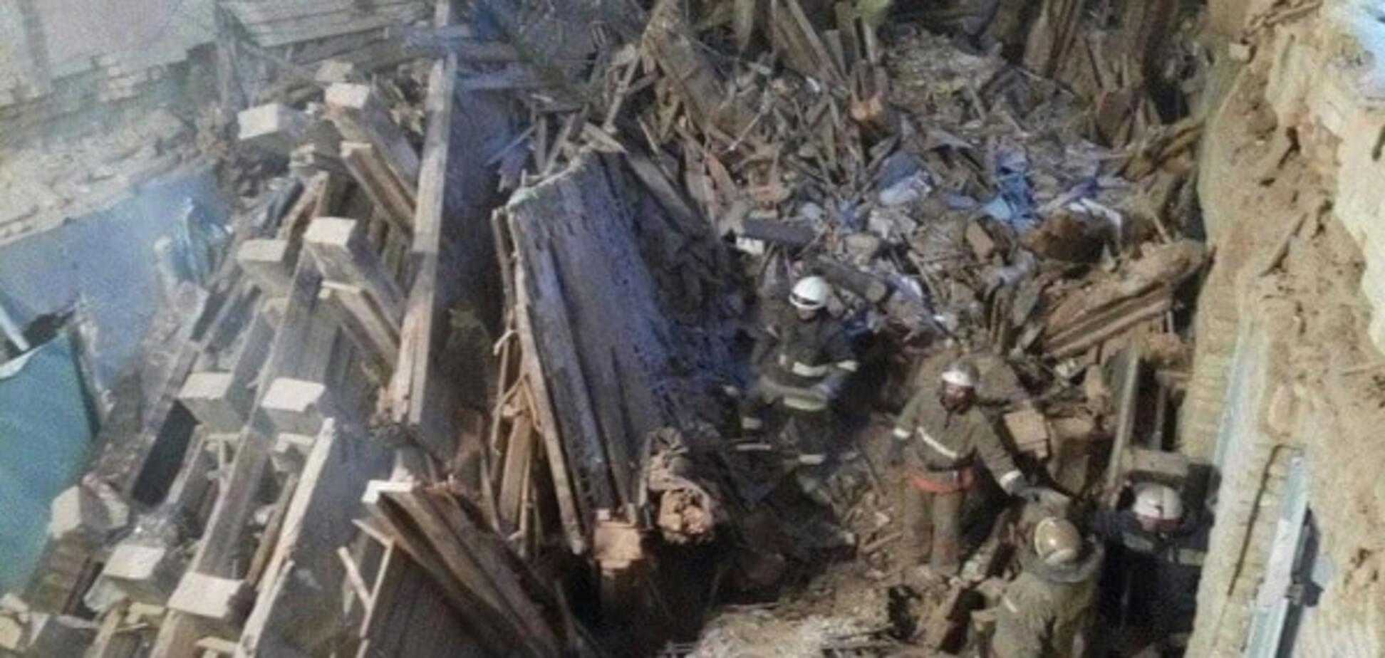 Обвал дома в центре Киева: спасатели показали новые фото и видео с места ЧП