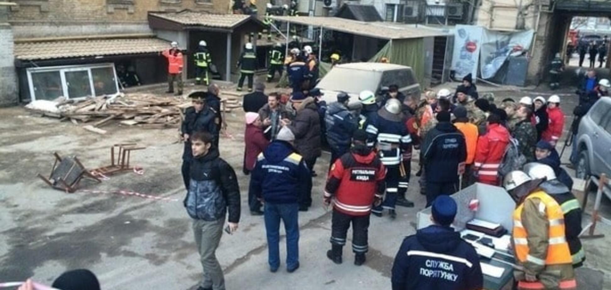Обвал будинку в центрі Києва: у КМДА розповіли, скільки будуть розбирати завали