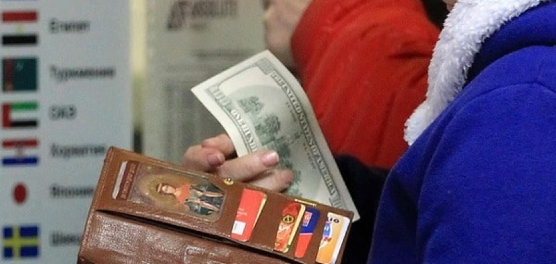 Весняний курс: економіст розповів, що прийде на допомогу гривні