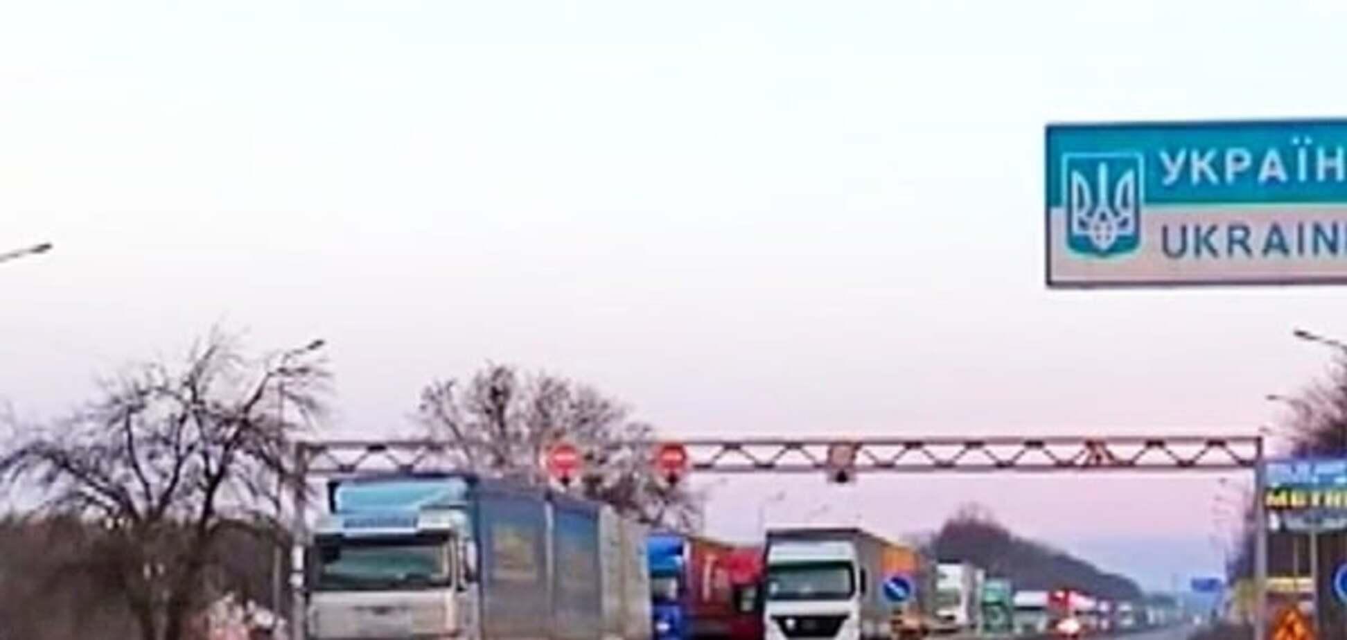 Национальная полиция показала маршруты, которые открыты для фур из России
